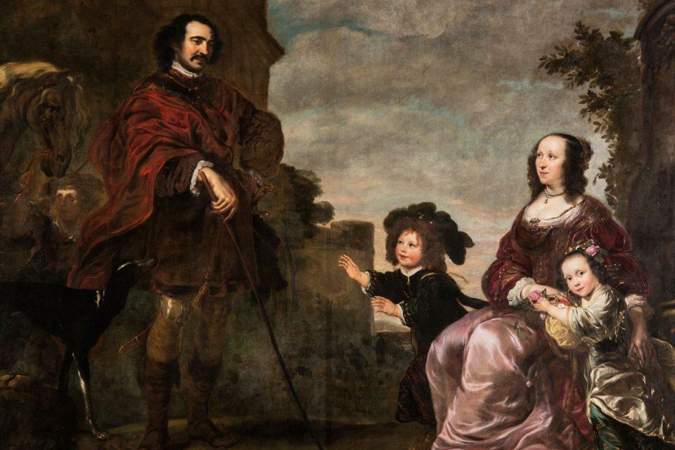 oljemålning av familj i utomhusmiljö. Fadern är klädd i mörkröd mantel, modern sitter ner klädd i lila klänningen med en pojke och en flicka intill sig.