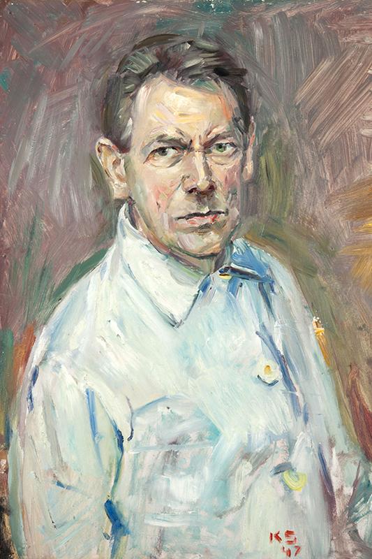 Självporträtt av Kurt Schwitters utförd i olja med grova penseldrag. Han är klädd i vit skjorta och har blicken mot betraktaren.
