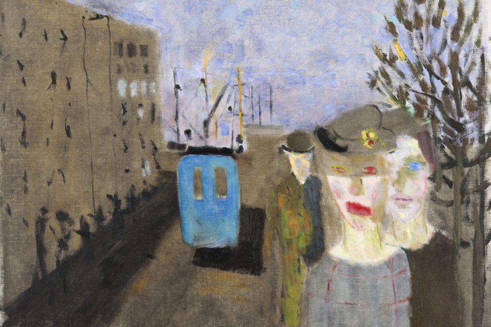 Målning av gata i grå, dämpade färger med en buss i lysande blått. Tre personer i förgrunden.