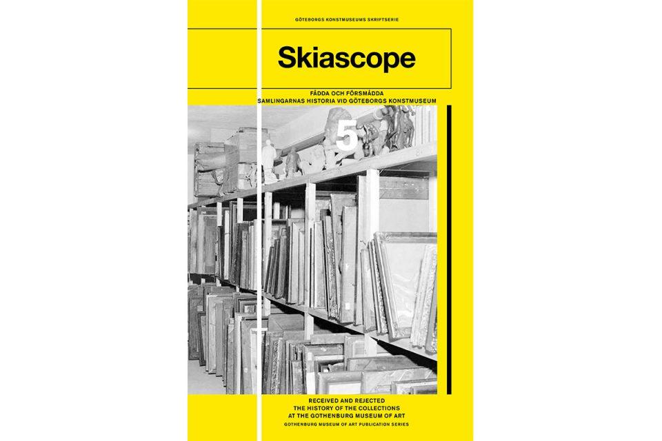 Bokomslag i gult med svartvit foto av arkivhyllor