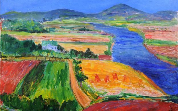 Målning av landskap av åkrar, vägar och en älv i fågelperspektiv. Starka färger av grönt, gult, blått och rött.